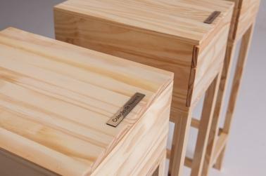 """Cecilia Walton, """"Coleções de nuvens, raios e estrelas"""", 2013 . Mesa e gaveteiros em madeira . detalhe"""
