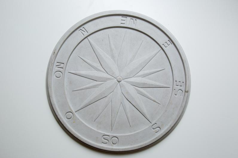 """Cecilia Walton, """"Diário de Bordo"""", 2014 . Placa em cimento . 100x100cm"""