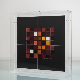 Ivan Padovani - Matéria-luz 2012 - fotomontagem com filme positivo, papel de algodão e acrílico, 30 x 30 cm
