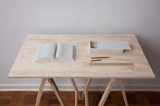 """Cecilia Walton, """"Silencio"""", 2014, livro e estojo em mármore e lápis e régua em latão, tamanhos variados"""