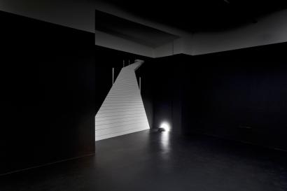 """Laura Gorski, """"Paragem"""", 2011 . Tinta acrília e caneta permanente sobre parede . 25m2 . Zipper Galeria, São Paulo - Brasil - Foto Ding Musa"""