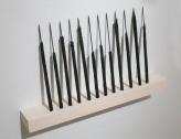TCHELO. Armas, 2015. Lápis carbonizados. 25 x 35 cm