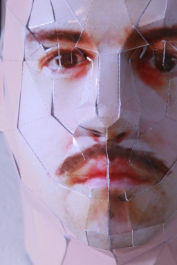 """Marcelo Amorim . """"Headshot"""" , 2011 . modelo tridimensional em papel fotográfico . 21 x 15 x 12 cm (detalhe)"""