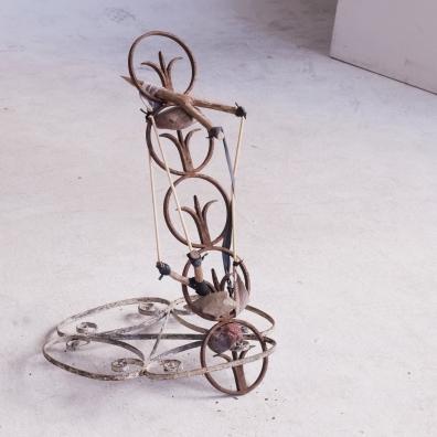 "Claudia Briza . ""Vidraça"", 2012 . escultura . 60x60x80 cm | foto:Feco Hamburguer"