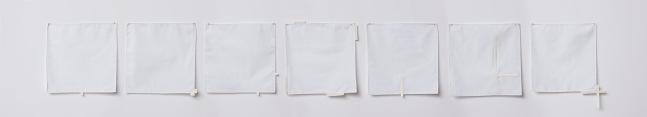 """Deolinda Aguiar . """"Uma semana com você"""", 2014, lenços e barbatanas para estruturar tecido, 20x20cm cada"""