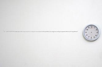 """Larissa Jordan . """"Estudos para novas configurações temporais"""", 2012 . objeto caneta hidrográfica . dimensões variáveis . vista da exposição """"Primeira Ocupação"""" Oficina Cultural Oswald de Andrade"""