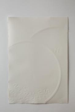 "Cecilia Walton . ""Norte"", 2014, papel em auto relevo"
