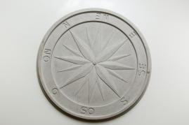 "Cecilia Walton, ""Rosa dos ventos"", 2014, cimento"