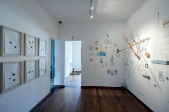 Vista geral da exposição individual: Mensurações de variáveis aleatórias - QualCasa - Projeto Mesmo Lugar - São Paulo / SP, Dez 2016 / Jan 2017