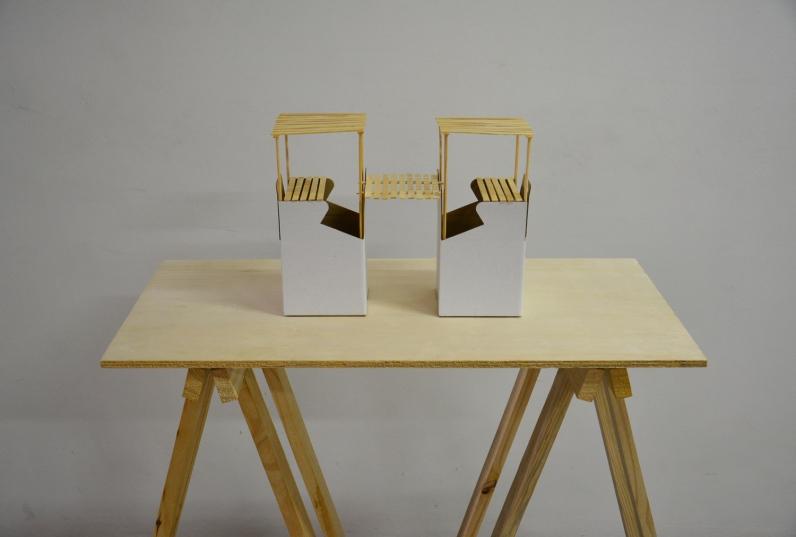 Carlos Medina, Composição #001, 2016. Série: White boxes. Caixa de papelão e madeira sobre cavalete. 100x75x38cm. Exposto no SARP 2016, MARP, Ribeirão Preto, SP, 2016