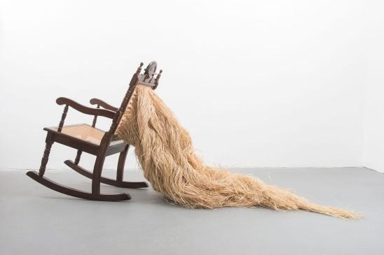 Mano Penalva, Sem título, 2016, Série: Tempos, Cadeira e palha da costa, 100 x 150 x 60 cm, Balneário