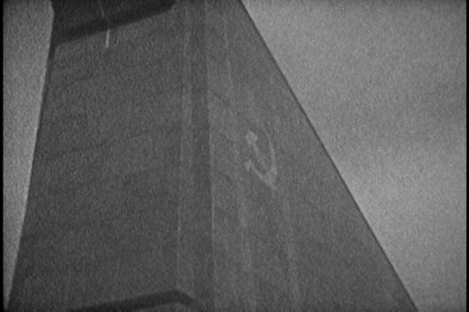 Fernanda Pessoa, berlim1989, 2015. Filmado em película super 8mm PB, finalizado em digital. 3', em loop