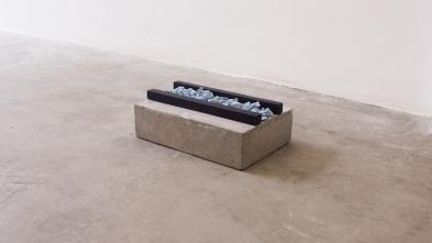 Felipe Seixas, Sem Título, 2016. Concreto, concreto pigmentado e madeira pintada. 10 x 30 x 20 cm