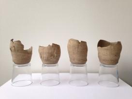 Brisa Noronha, Redutos, 2015. Cerâmica e vidro. 25 x 10 x 50 cm