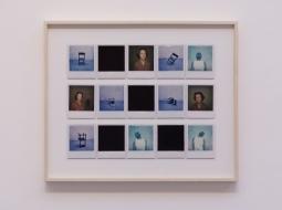Daniel Antônio. Histórias de amor e luto, 2015. Polaroide. 50 x 60. Salão dos Artistas sem Galeria, Galeria Zipper (SP). Foto: Rodrigo Fonseca