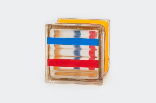 Milton Blaser . Ação da Pintura sobre o Tempo 2017 Série Vidros Cotidianos Acrílica sobre Bloco de Vidro Usado 19,5 x 19,5 x 10cm