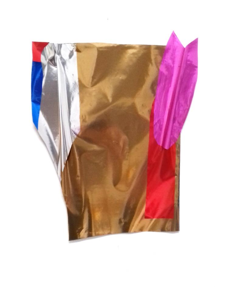 Thais Stoklos Rosa pétala, 2017. Série: Brilho . Papel metalizado , 33 x 25 cm