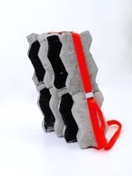 SANTACOSTA, Fardo, 2018, Acrílica sobre blocos de concreto e cinta de nylon, 44 x 38 x 14 cm