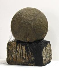 SANTACOSTA, Lua, 2014, Acrílica sobre bloco de granito e bola desencapada, 30 x 21 x 16 cm