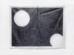 Márcia Morelli, Dice, 2018. papel japonês, papel carbono e linhas de costura. 97,5 x 128 cm