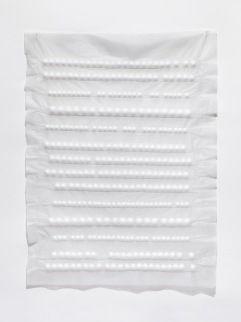 Márcia Morelli, Orgânica Sintetizada, 2017. bolas de isopor e papel japonês. 82 x 64 cm