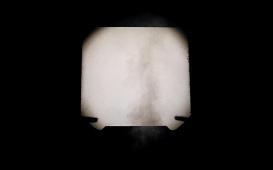 """Jp Accacio   A Falta Que Você Me Faz, 2018 (frame do vídeo) Projeção de vídeo 1920 x 1440p com 5'58"""" exibido em looping."""