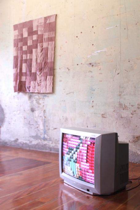 """Gabriel Pesoto, vista da exposição """"um pouco por dia já é muito"""", 2018. Casa da Luz, São Paulo"""