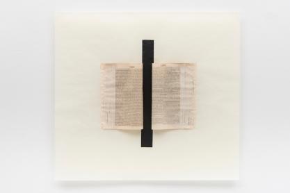 Michelle Rosset, sem título, 2018, série Genesis. Fita de restauro e livro antigo sobre papel japonês. 75 x 82 cm