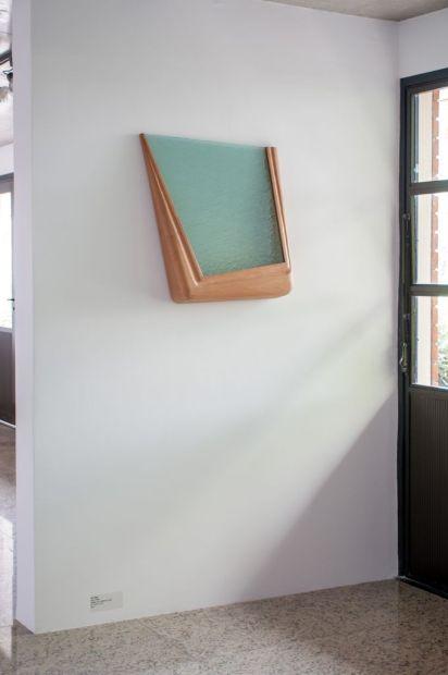 Ana Rey, série Estado em Suspensão. 2015. Madeira e vidro. 67 x 55 x 12 cm. Exposição: Estado em Suspensão. Centro Cultural Solo Sagrado de Guarapiranga. 2015. SP