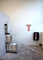 """Gabriel Pessoto, amostras, 2019. Retalhos de tecido, papel e linha de algodão sobre papel em suporte de metal e plástico. 29 x 41cm cada. Vista da exposição """"no dia primeiro, no nono andar"""", Lamb Arts, São Paulo"""